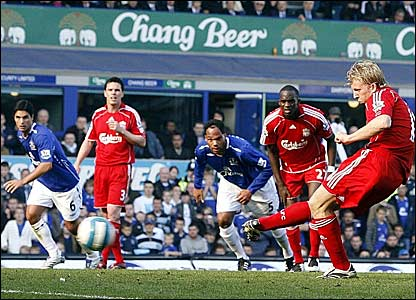 Dirk Kuyt scores against Everton