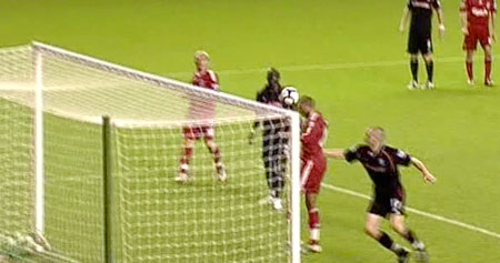 David N'Gog scores against Stoke