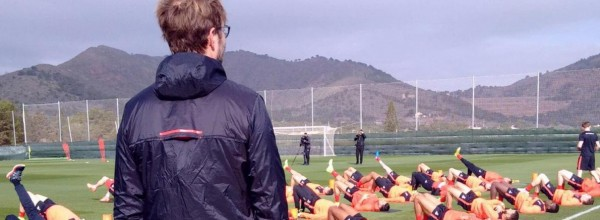 Jurgen Klopp oversees LFC training in La Manga