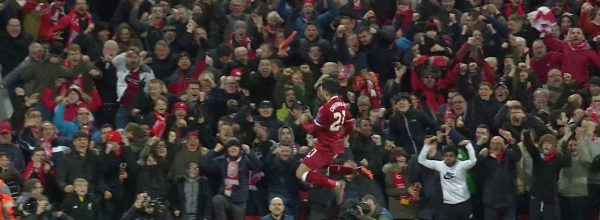Oxlade Chamberlain celebrates v Man City